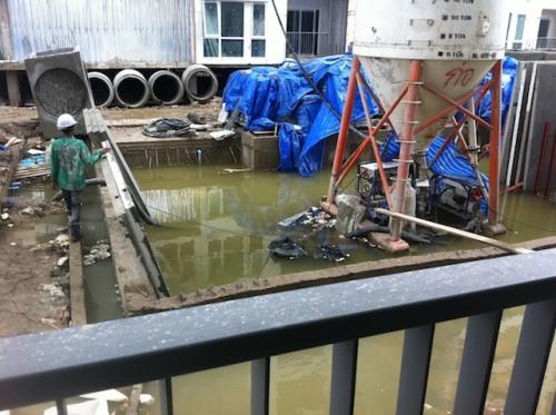 สระว่ายน้ำ ขณะก่อสร้าง