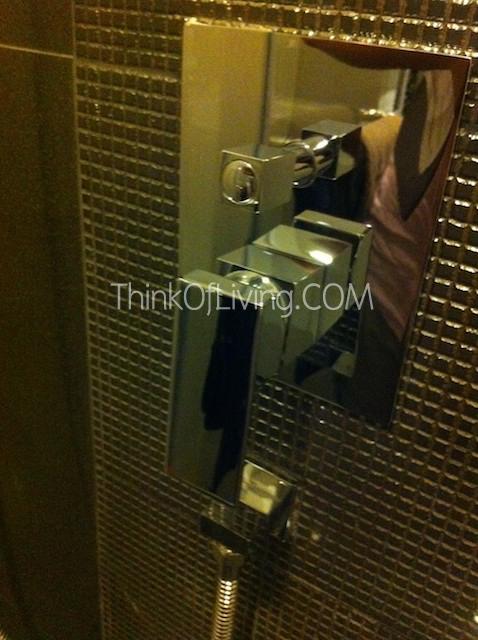 RHYTHM สุขุมวิท 44/1 หัวก๊อกอาบน้ำ